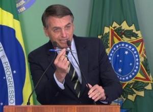 Bolsonaro publica lei que anistia partidos